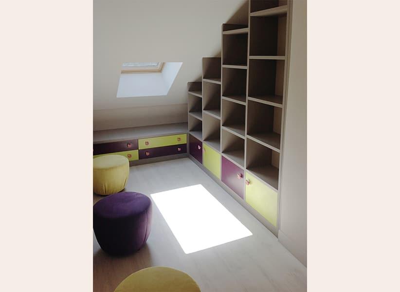 bibliotheque-sur-mesure-sous-escalier