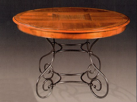Table ronde pieds fer forg louisiane vazard for Table bois pied fer forge