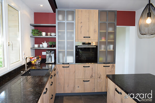 cuisine-indus-bois-metal-detail-vitrine-vazard-home