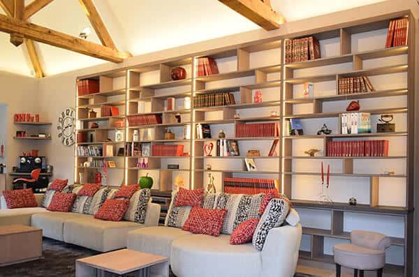 bibliotheque-bois-sur-mesure-grande-hauteur-plafon-vazard-home