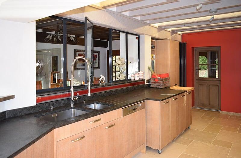 crdence rouge crdence salle de bain ides en images credence salle de bain acrylique douche. Black Bedroom Furniture Sets. Home Design Ideas