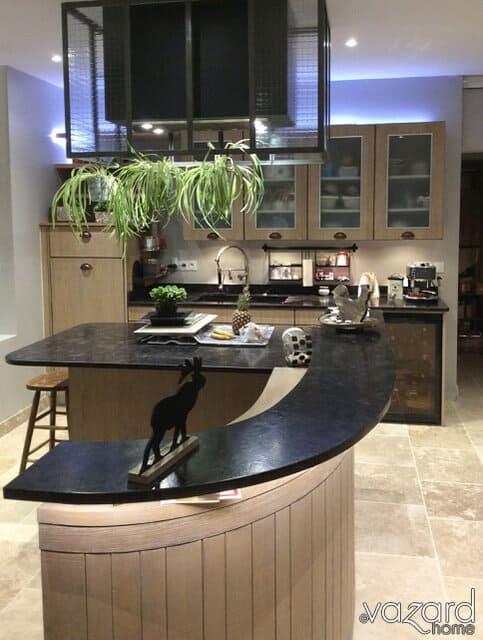 cuisine-vazard-home-sur-mesure-atelier-ilot-granit-spectrolite
