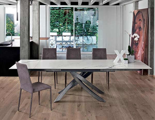 table-artistico-extensible-plateau-ceramique-marbre-pied-laque-argent-
