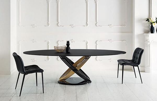 table-ovale-fusion-plateau-noir-pied-noir-or-contemporaine