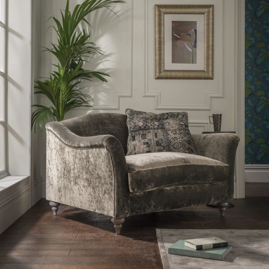 Fauteuil Anglais Velours Taupe Lamour P1